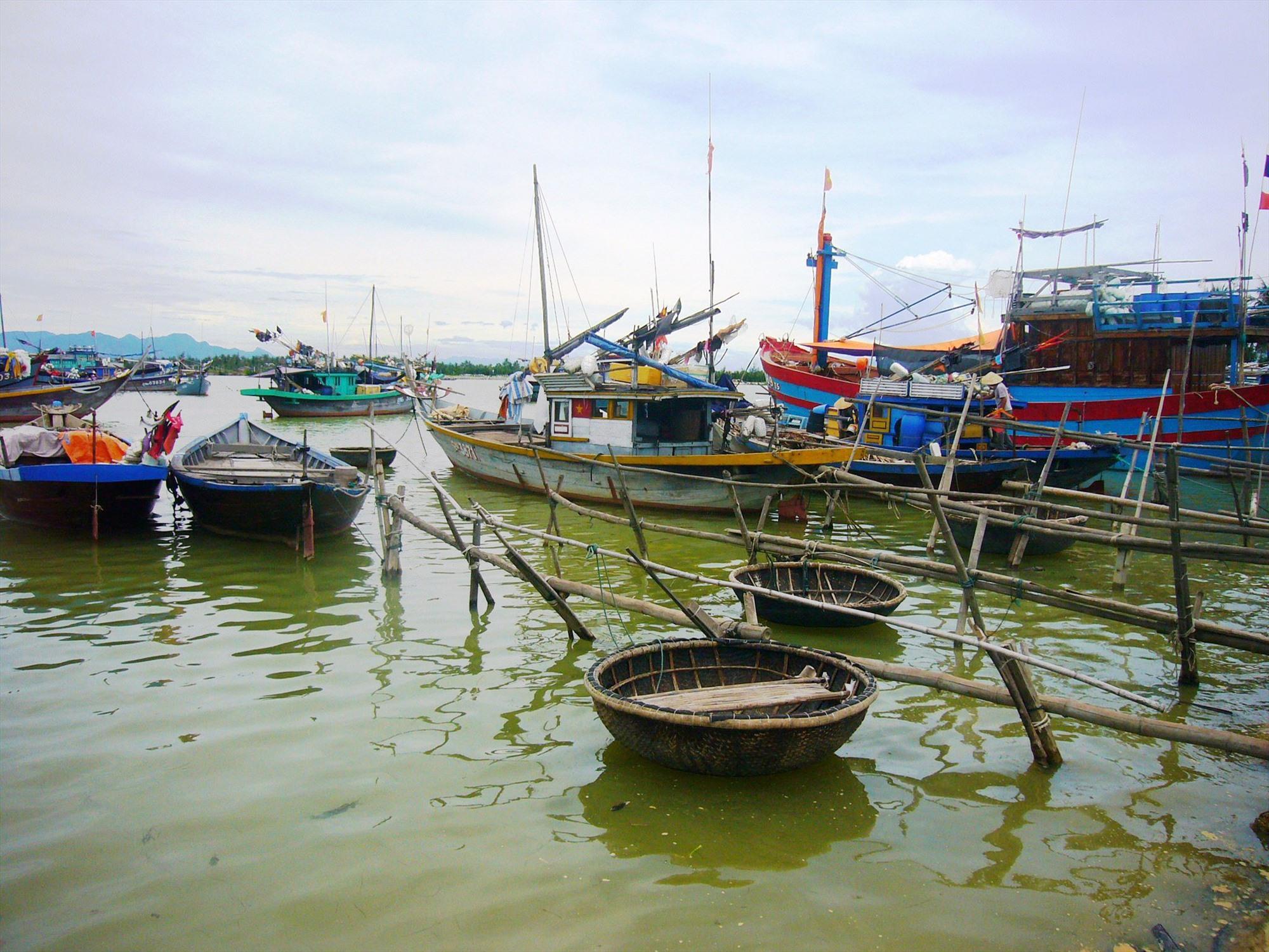 Bến neo đậu tàu thuyền của ngư dân làng biển Cửa Đại, TP.Hội An. Ảnh:Đ.H
