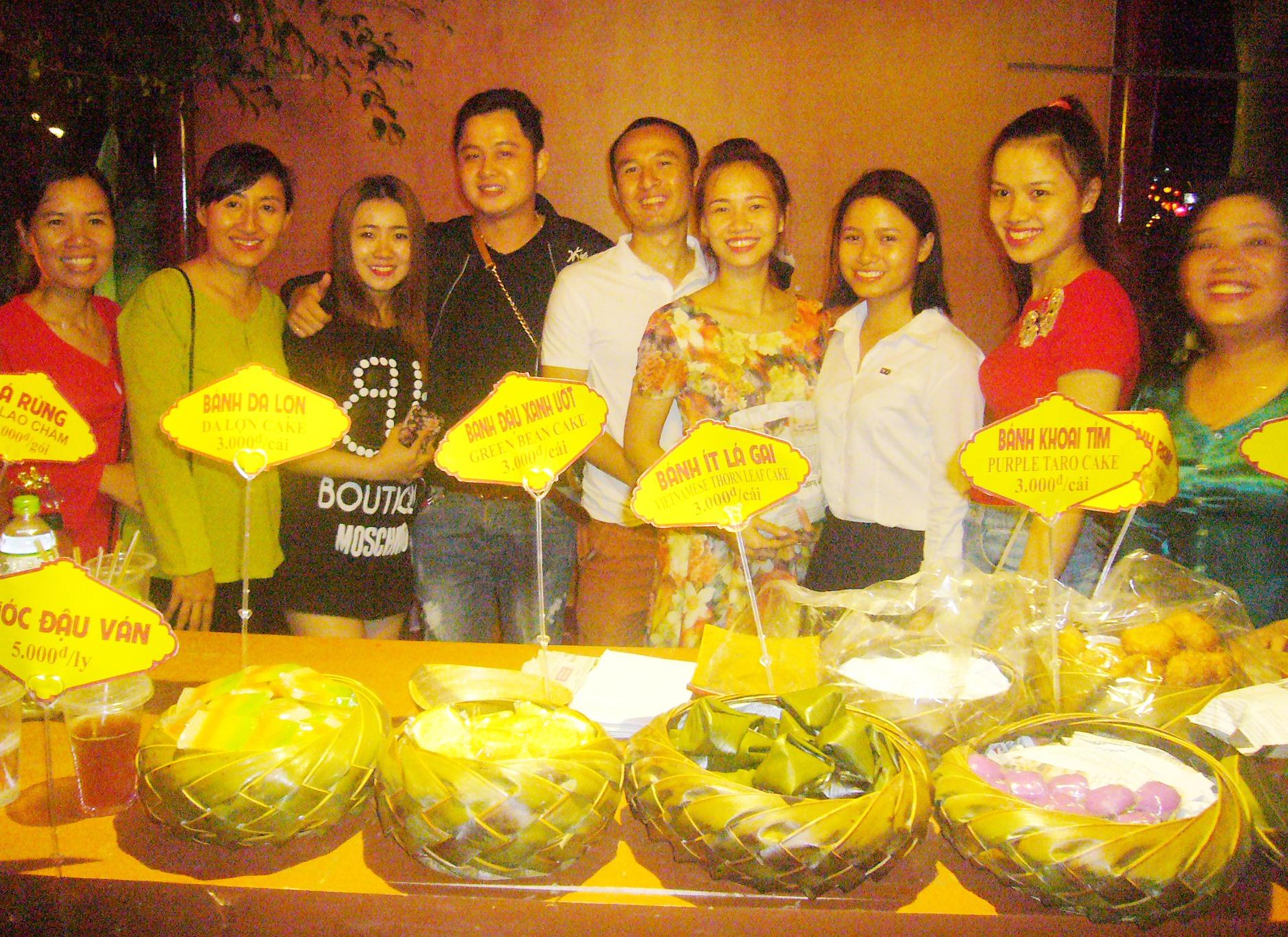 Các món ẩm thực do chị em phụ nữ Hội An chế biến, trưng bày phục vụ nhân dân và du khách.Ảnh: ĐỖ HUẤN