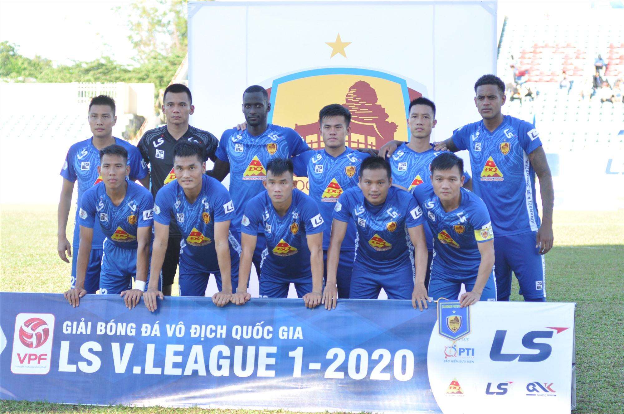 Giữ nguyên đội hình trong trận thắng Sông Lam Nghệ An ở vòng đấu trước khi gặp Dược Nam Hà Nam Định, Quảng Nam thi đấu khá tốt trong hiệp 1. Ảnh: A.S
