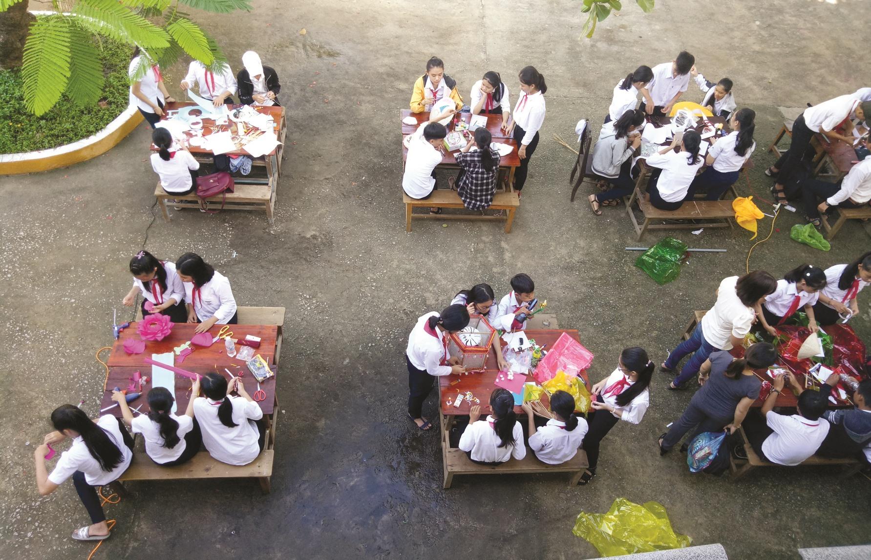Trường THCS Nguyễn Văn Trỗi tổ chức hoạt động ngoại khóa để tăng cường giáo dục kỹ năng sống cho học sinh. Ảnh: C.N