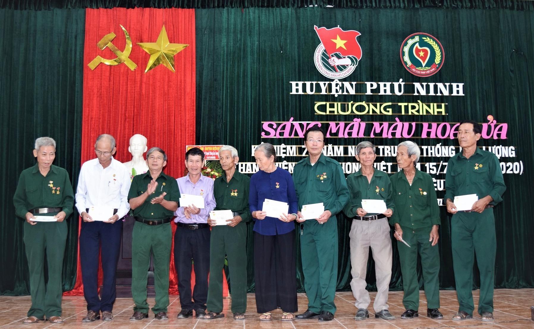 rung ương Hội Cựu TNXP Việt Nam tuyên dương 10 gương cựu TNXP tiêu biểu giai đoạn 2015 - 2020. Ảnh: L.C