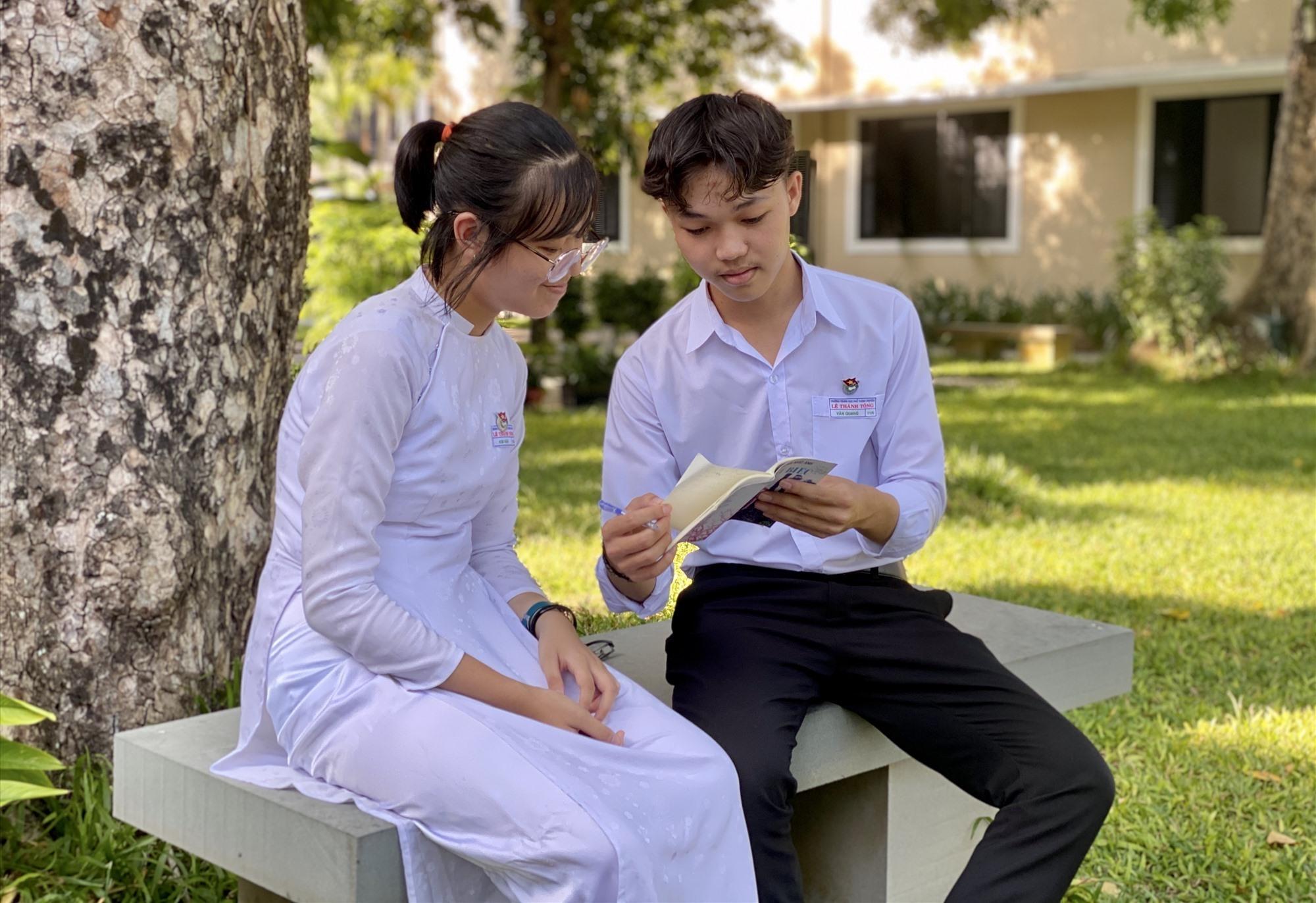 Đôi bạn thân Văn Quang, Kim Ngân. Ảnh: C.N