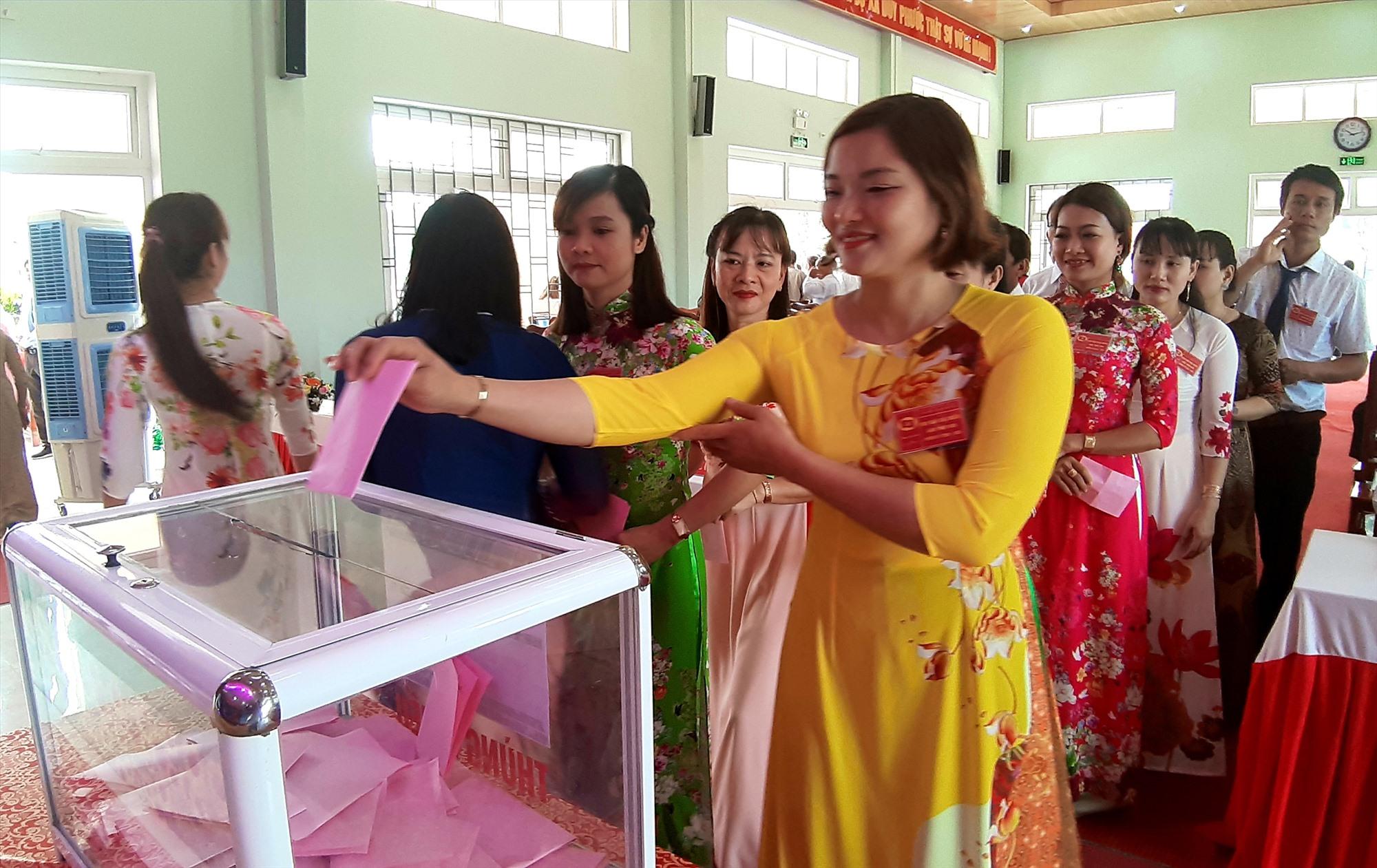 Đảng bộ xã Duy Phước được Huyện ủy Duy Xuyên chọn tổ chức đại hội trước (diễn ra ngày 11 và 12.3.2020) để rút kinh nghiệm cho các địa phương, đơn vị khác. Ảnh: T.S