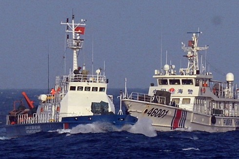 A Chinese coast guard vessel rams a Vietnamese law enforcement vessel in the East Sea. Photo: the internet