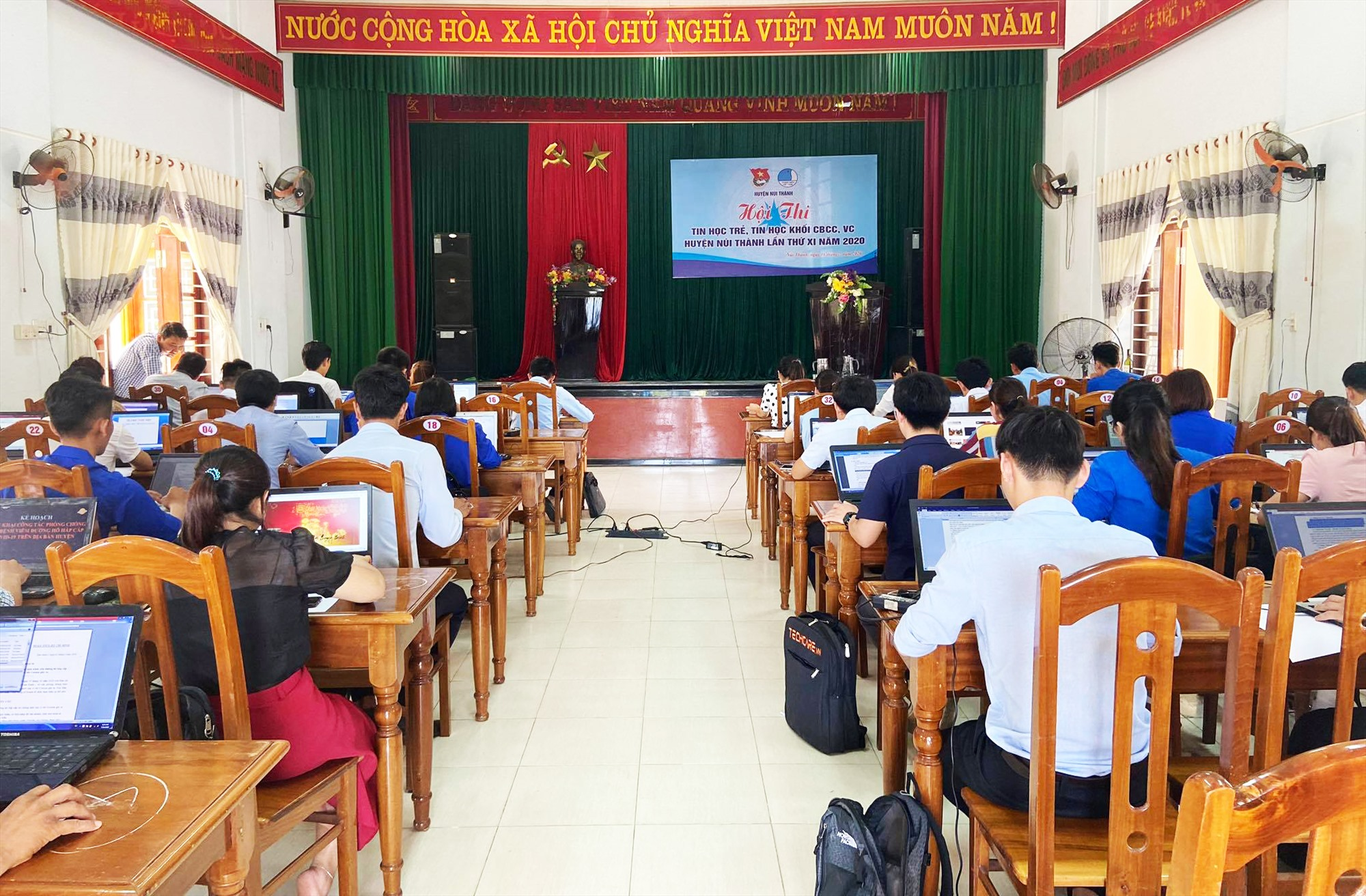 Hội thi tin học trẻ, tin học khối cán bộ công chức huyện Núi Thành lần thứ XI, năm 2020. Ảnh: THÁI CƯỜNG