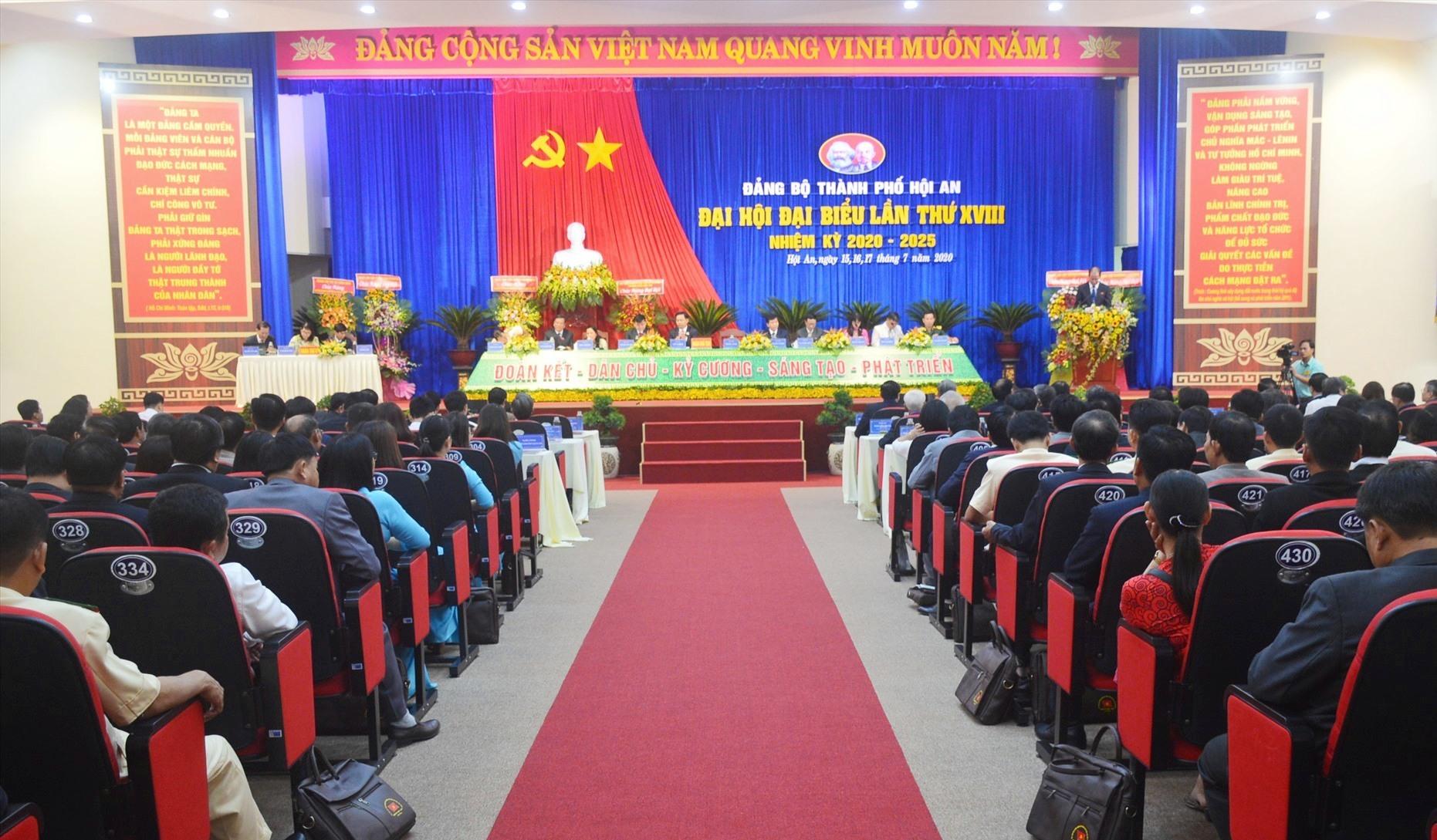 Quang cảnh đại hội Đảng bộ thành phố Hội An lần thứ XVIII. Ảnh: Q.T