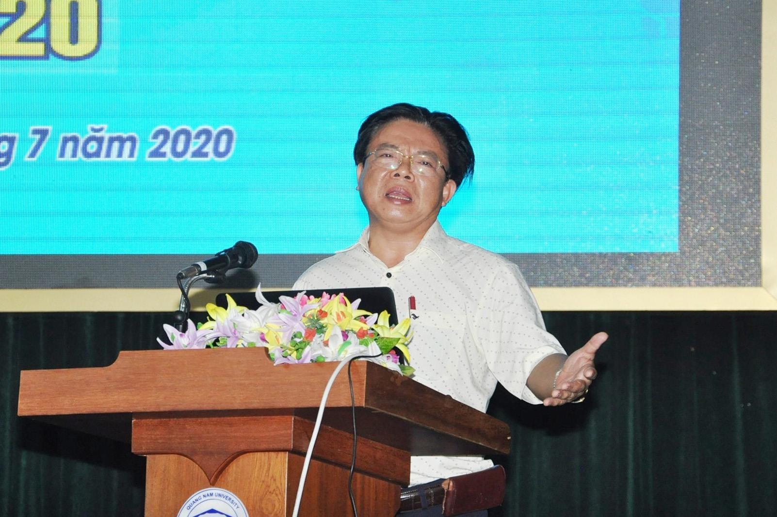 Giám đốc Sở GD-ĐT Hà Thanh Quốc yêu cầu tất cả cán bộ làm công tác thi phải nắm vững quy chế thi. Ảnh: X.P