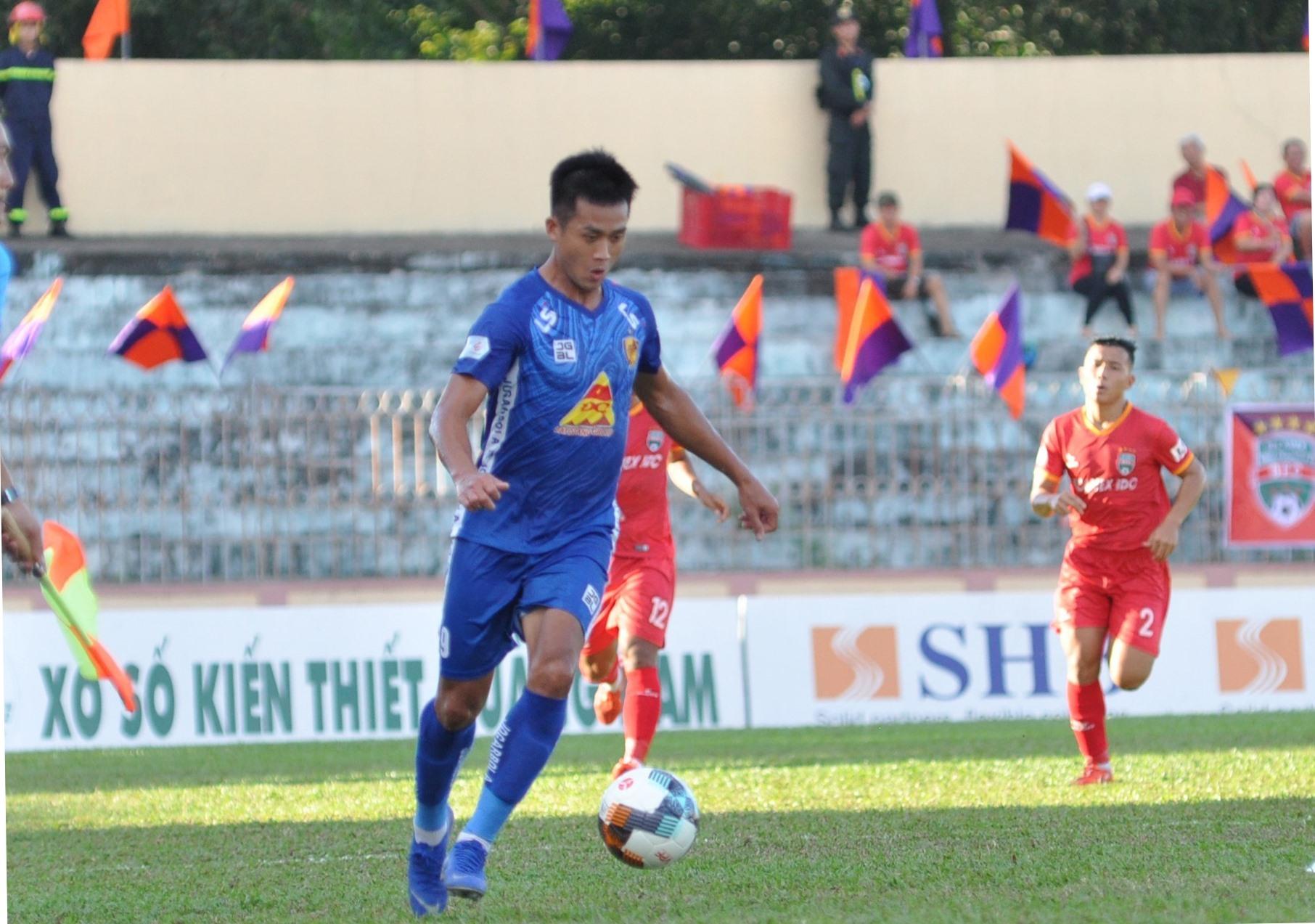 Hà Minh Tuấn tiếp tục tịt ngòi dù có hơn 70 phút trên sân. Ảnh: T.V