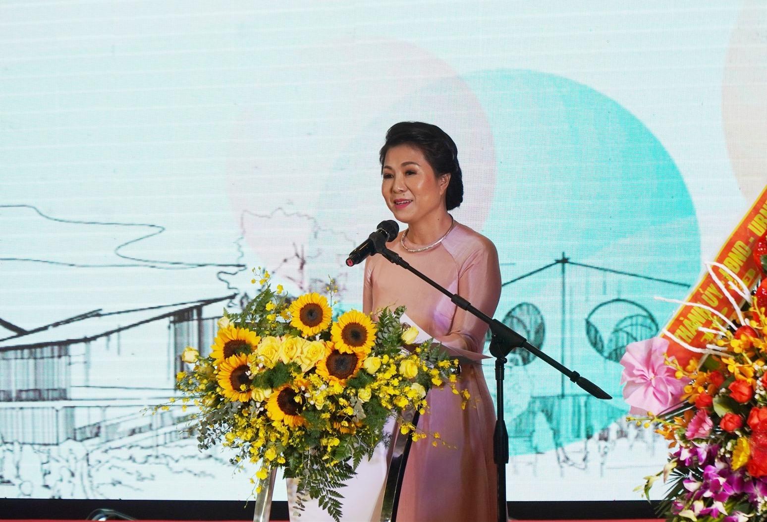 Cô Lê Thị Nam Phương -Chủ tịch HĐQT Hệ thống giáo dục Sky -Line phát biểu tại lễ kỷ niệm 10 năm. Ảnh NTB