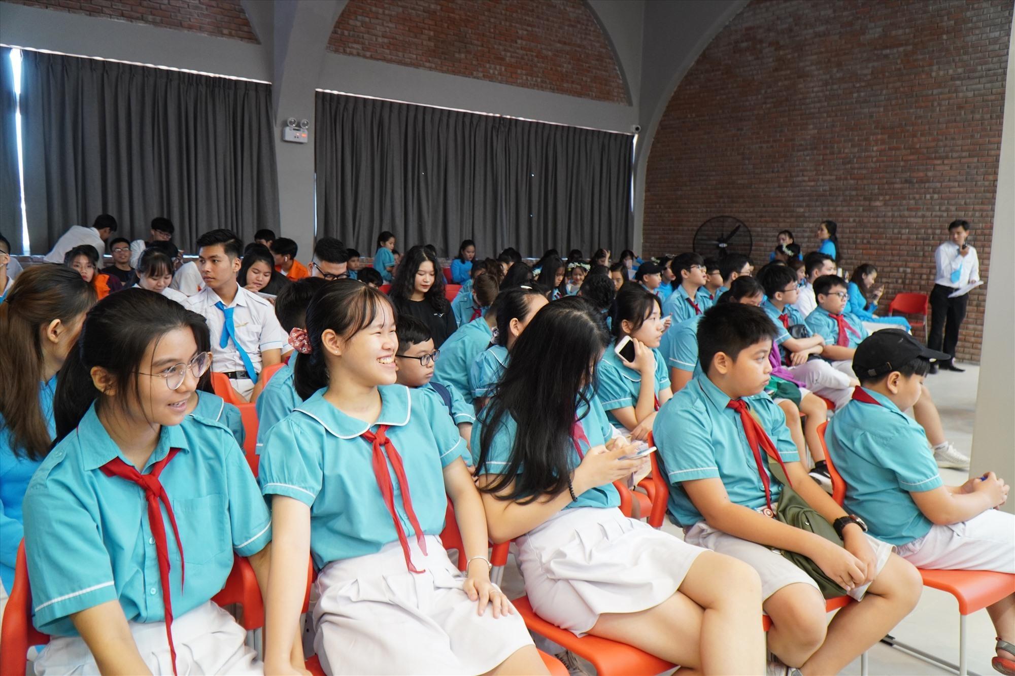 Học sinh Sky Line dự Lễ kỷ niệm 10 năm thành lập Hệ thống giáo dục Sky Line. Ảnh NTB