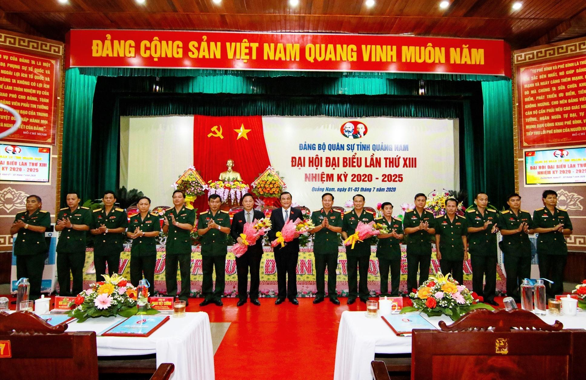 Ban chấp hành Đảng bộ Quân sự tỉnh khóa mới ra mắt đại hội. Ảnh: T.C