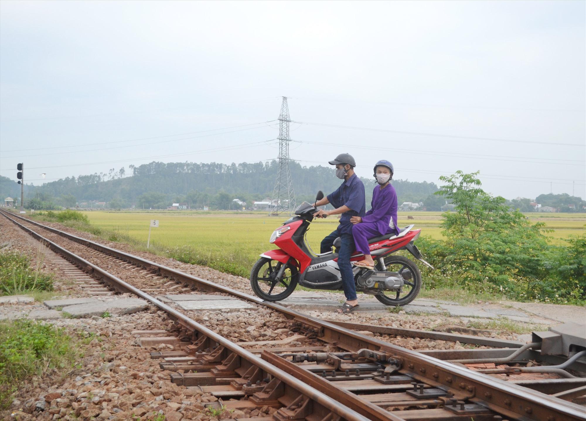 Lối đi tự mở tại lý trình đường sắt km824+530, địa phận xã Duy Sơn (Duy Xuyên) sẽ được thiết lập chốt gác. Ảnh: K.K