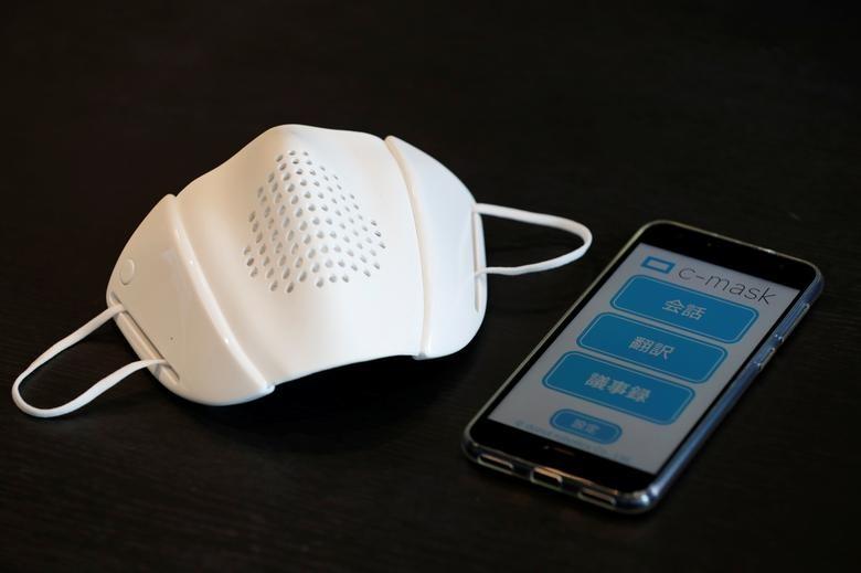 Khẩu trang thông minh được kết nối qua ứng dụng điện thoại di động.
