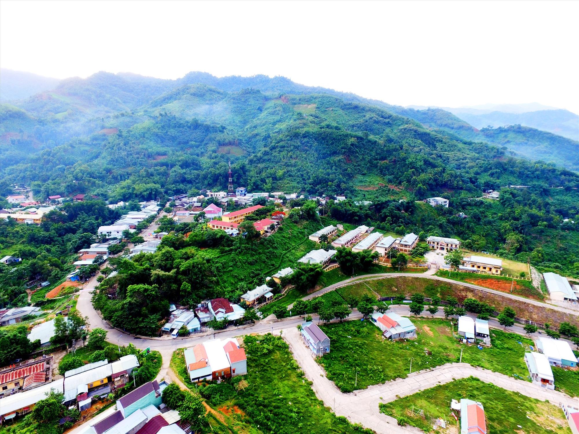 Xã Trà Mai được công nhận đạt chuẩn đô thị loại V, nội thị huyện Nam Trà My khoác một diện mạo mới. Ảnh: N.C