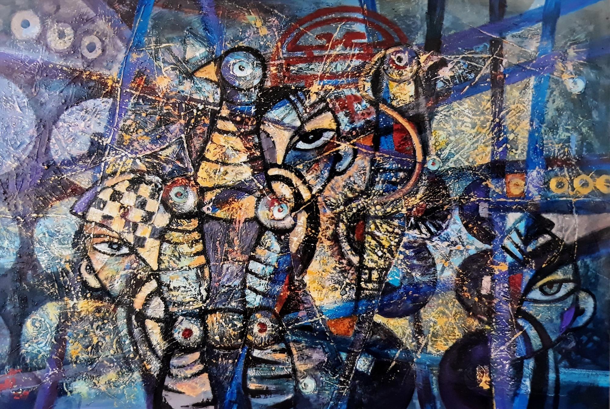 """""""Nhịp phách bài chòi"""" (ảnh trên), tranh acrylic của Trần Văn Binh và """"Vào hội - 1"""", tranh khắc gỗ màu của Ngô Văn Phúc, là hai trong số những tác phẩm của mỹ thuật Quảng Nam được chọn trưng bày tại Triển lãm khu vực năm 2020. Ảnh: VHNT"""