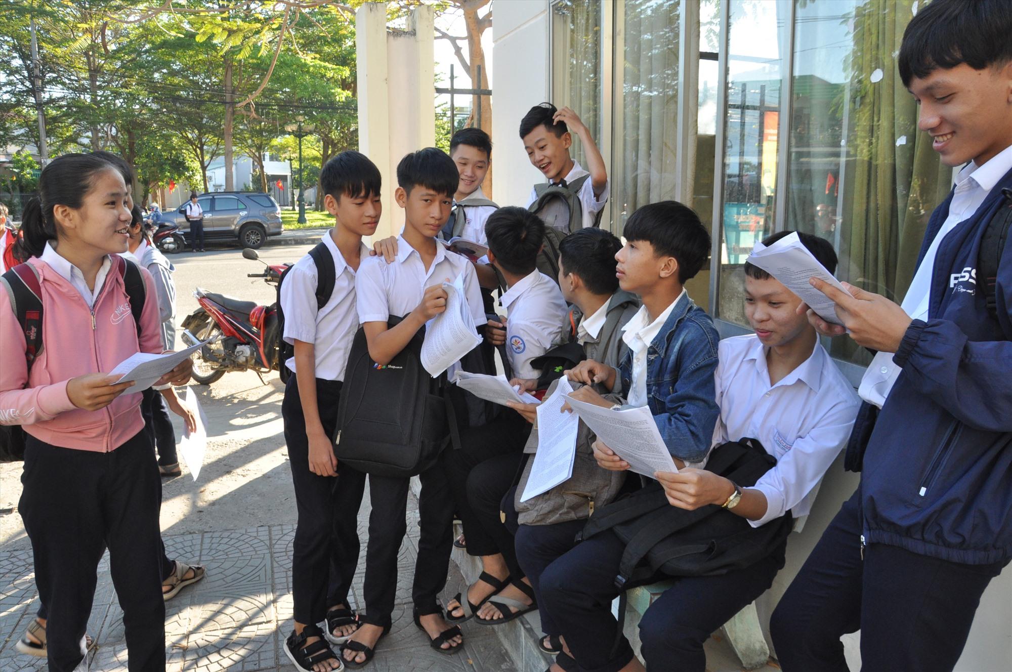 """Sự tự tin của các thí sinh là học sinh Trường THCS Lê Quý Đôn -đây được xem là """"ngôi trường chuyên bậc THCS"""" của huyện Phú Ninh. Năm nay, trường có hơn 70 học sinh dự thi lớp 10 chuyên. Ảnh: X.P"""