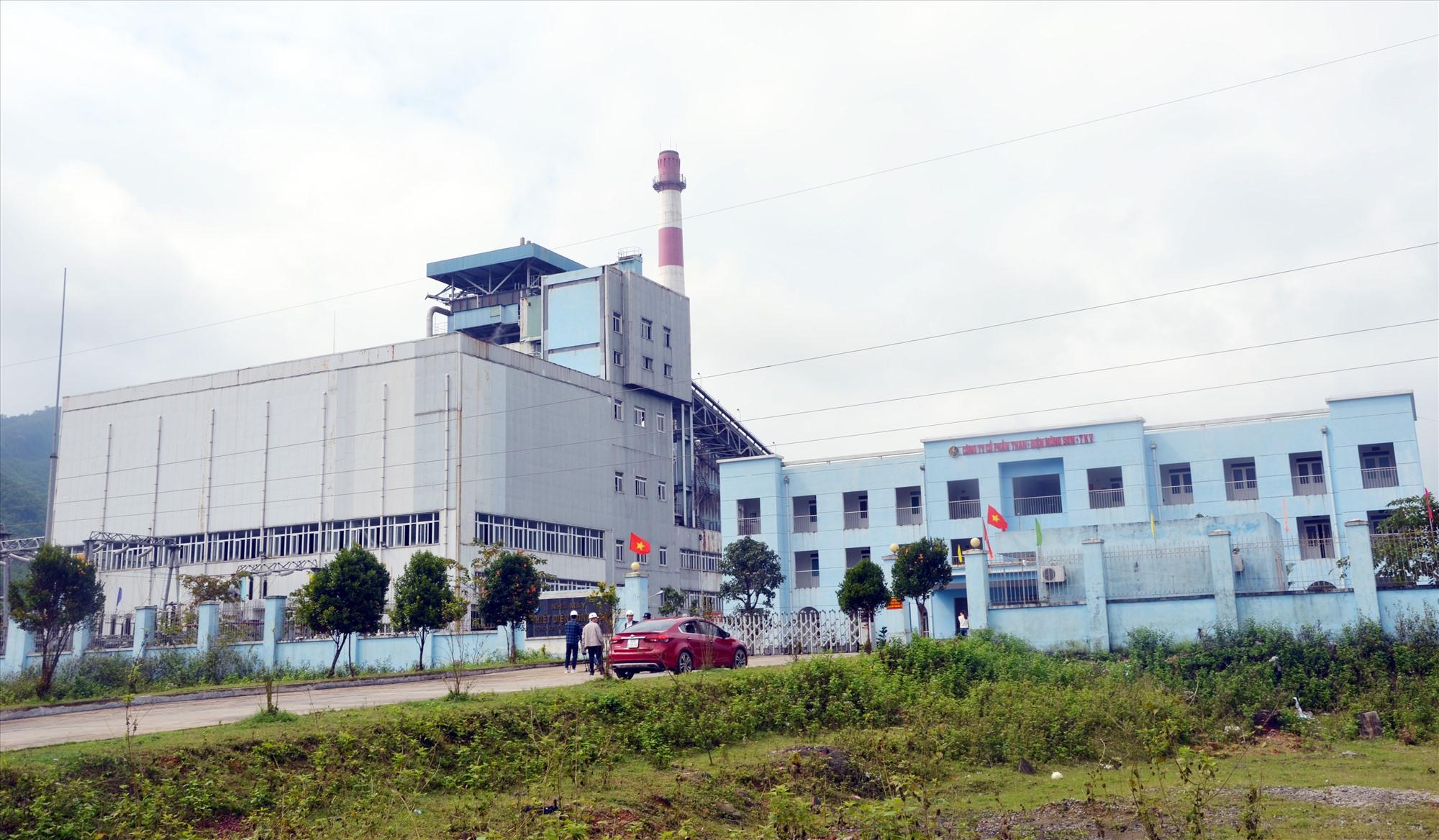 Nhà máy sản xuất than điện Nông Sơn là đơn vị chi trả dịch vụ môi trường rừng đối với lưu giữ các bon của rừng năm 2020. Ảnh. H.P