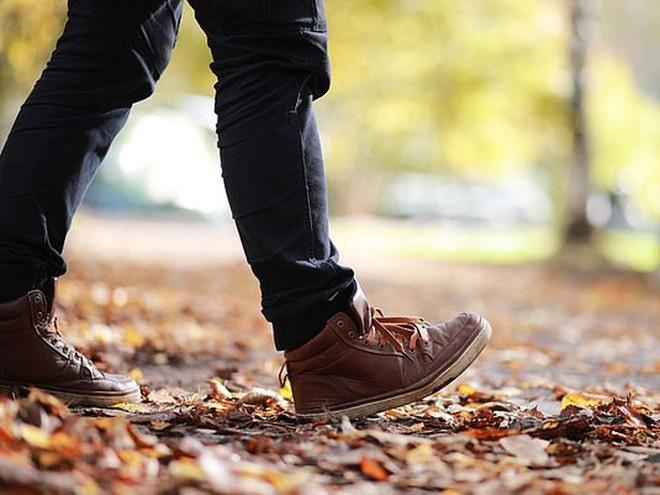 Một xu hướng ngày càng tăng là nhiều người thường đi bộ ngắn sau mỗi bữa ăn với mong muốn mang lại nhiều lợi ích cho sức khỏe ẢNH MINH HỌA: SHUTTERSTOCK