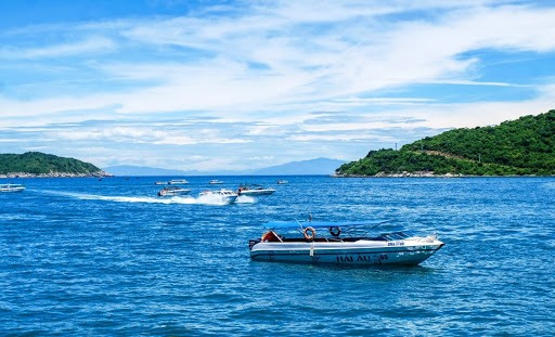 Cham Islands is considered as a paradise in Quang Nam with extremely cool climate, beautiful corals and rich seafood. Photo: tapchicongthuong