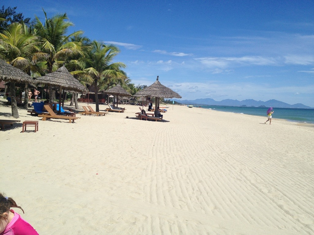 Cua Dai beach is about 5 km from Hoi An city. It has white and smooth sand and clear blue water. Cua Dai Beach is one of the most vibrant and attractive beaches in Quang Nam.