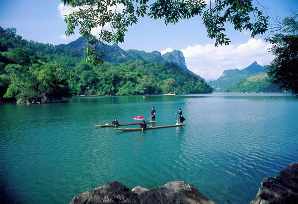 This is one of the most attractive tourist destinations of Quang Nam province thanks to its cool climate, vast primeval forests and rich flora and fauna. There is a natural mineral water mine to help you relax in green space and take part in exciting outdoor activities.