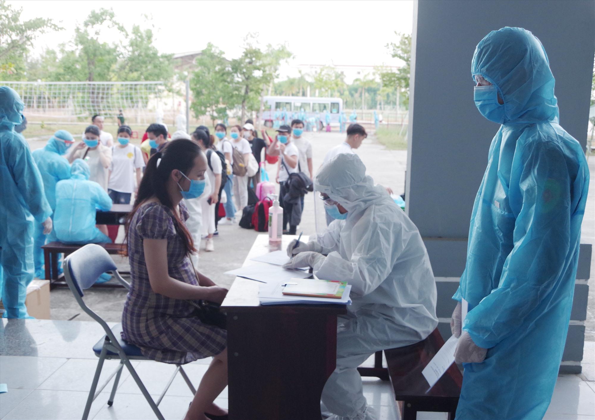 Quảng Nam đã thực hiện khoanh vùng, truy vết, cách ly nhiều trường hợp có liên quan đến các ca nhiễm Covid-19 tại TP.Đà Nẵng và Quảng Ngãi. Ảnh: P.T