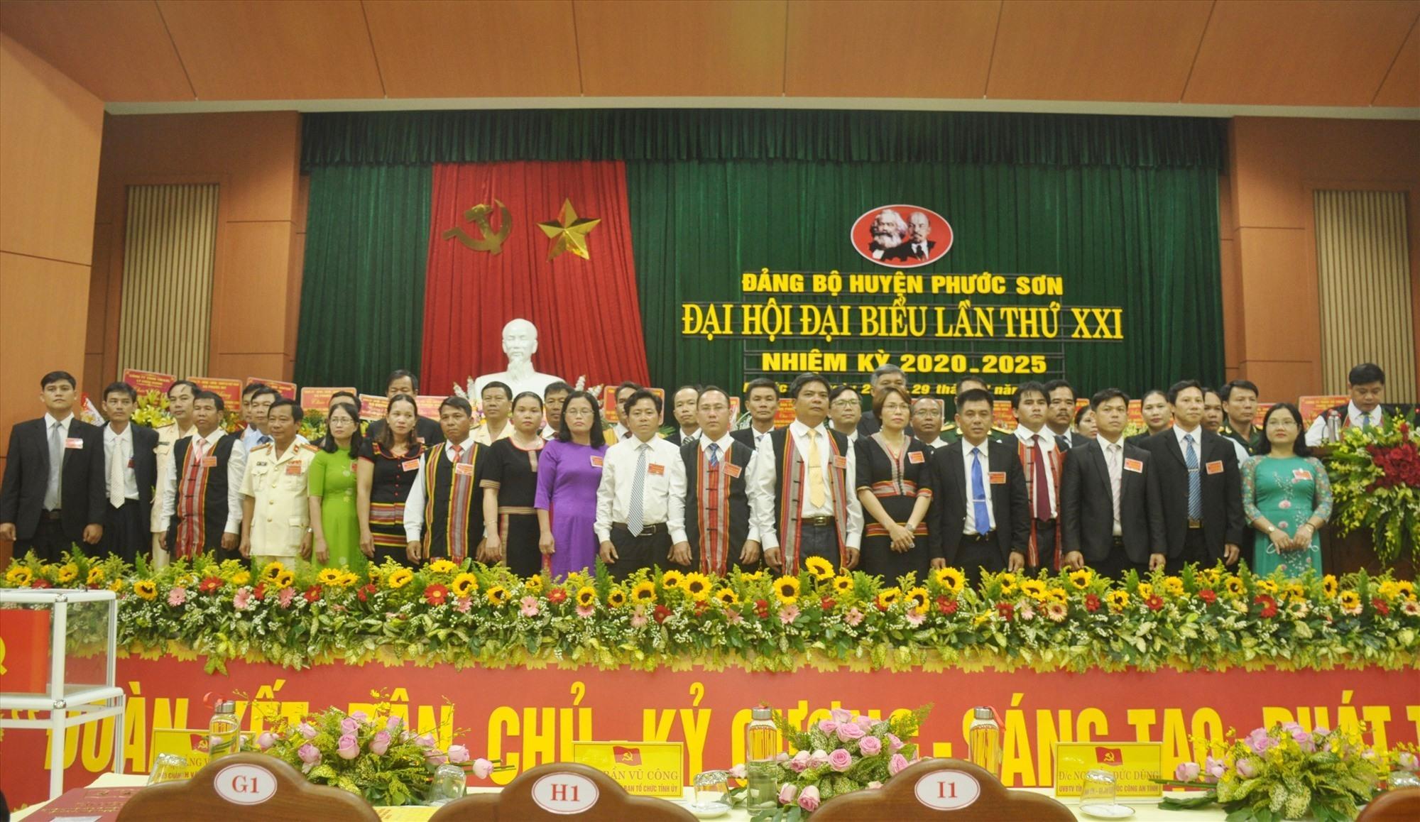 an Chấp hành Đảng bộ huyện Phước Sơn khóa XXI ra mắt nhận nhiệm vụ. Ảnh: N.Đ