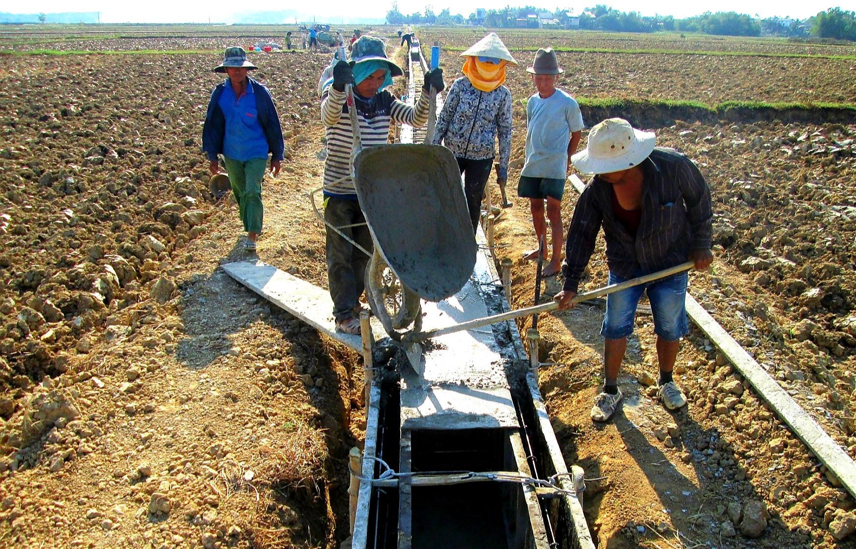 Những năm qua, Quế Sơn ưu tiên nguồn lực xây dựng hạ tầng thủy lợi phục vụ sản xuất nông nghiệp. Ảnh: VĂN SỰ