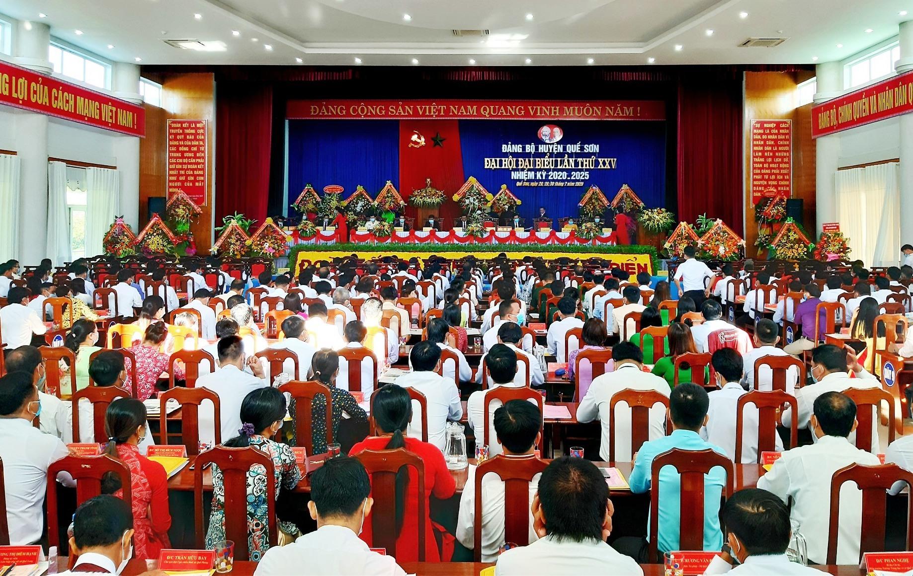 Quang cảnh phiên khai mạc Đại hội đại biểu Đảng bộ huyện Quế Sơn lần thứ XXV (nhiệm kỳ 2020 - 2025) diễn ra sáng nay 29.7. Ảnh: VĂN SỰ
