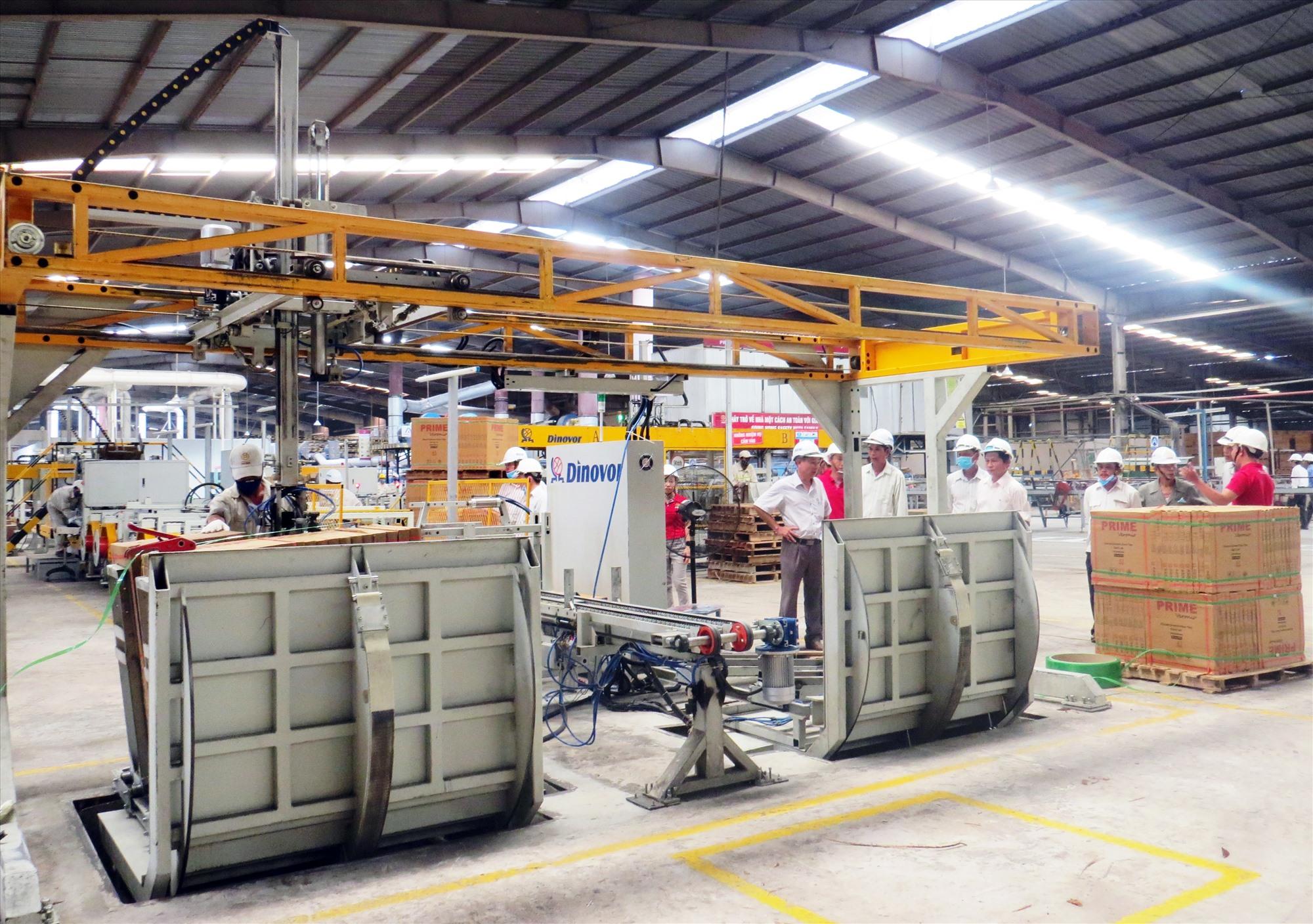 Công ty CP Prime Đại Lộc giải quyết việc làm cho người lao động và giữ vững ổn định sản xuất kinh doanh mặc dù chịu ảnh hưởng của dịch Covid-19 đầu năm 2020. Ảnh: HOÀNG LIÊN