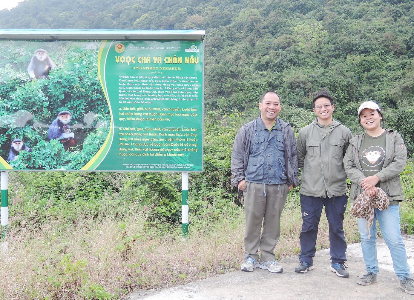 """Bà Lê Thị Trang (ngoài cùng bên phải) vừa được CEPF vinh danh """"Anh hùng điểm nóng đa dạng sinh học"""" năm 2020. Ảnh: NVCC"""