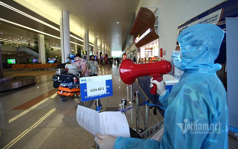 Nhiều công dân Việt Nam về nước khi dịch bệnh diễn biến phức tạp. Ảnh: Phạm Hải