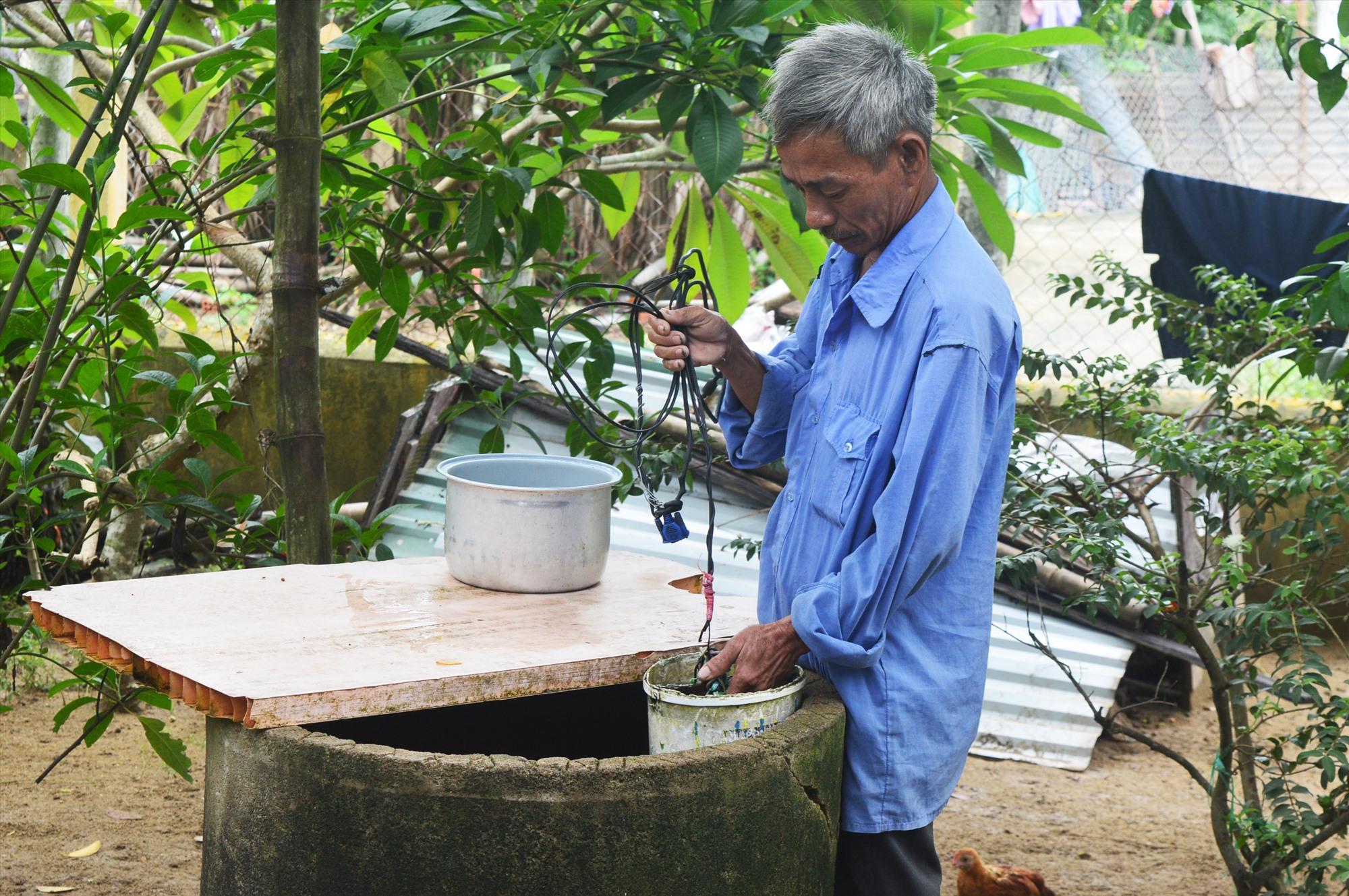 Ở một số khu vực, người dân buộc phải dùng nước giếng để sinh hoạt vì thiếu nước sạch. Ảnh: Q.T