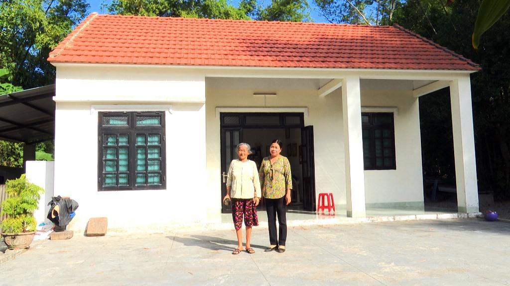Ngôi nhà tình nghĩa khang trang của cụ Luận, vợ liệt sĩ tại xã Tam Phú. Ảnh: H.B