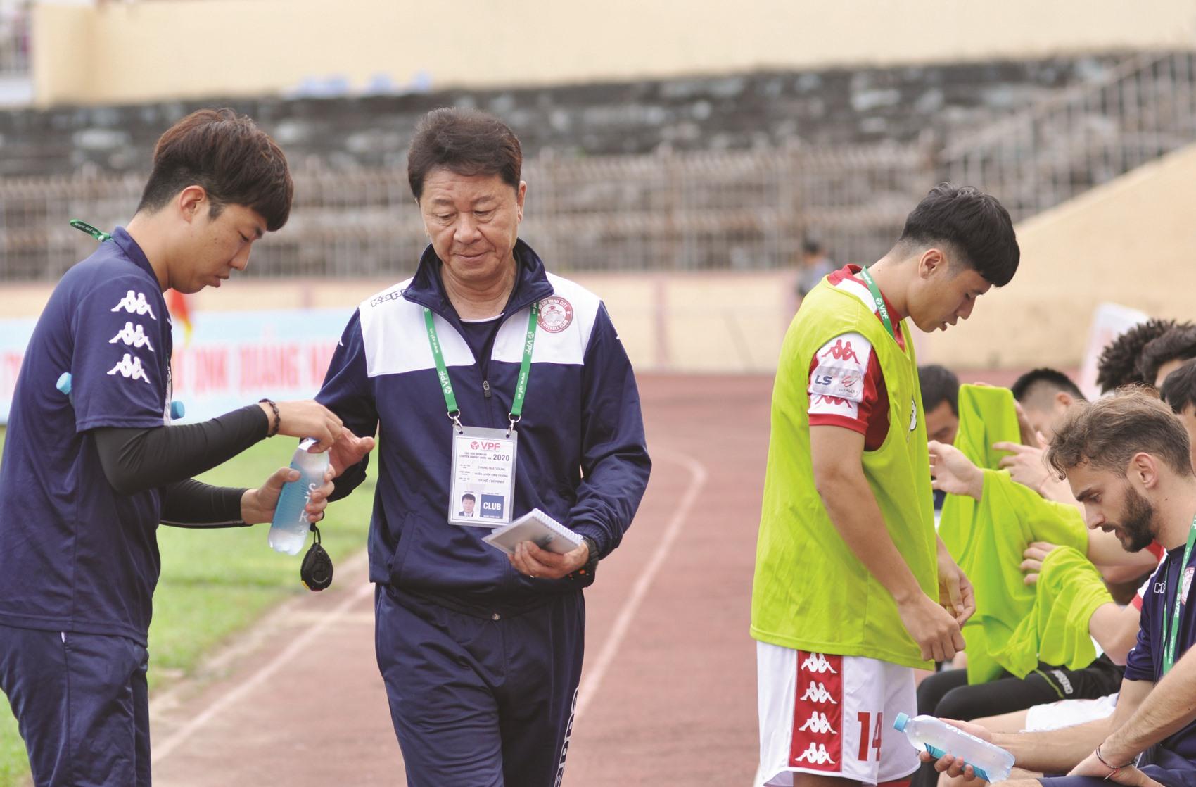 HLV Chung Hae Seong bất ngờ chia tay TP.Hồ Chí Minh.Ảnh: T.V