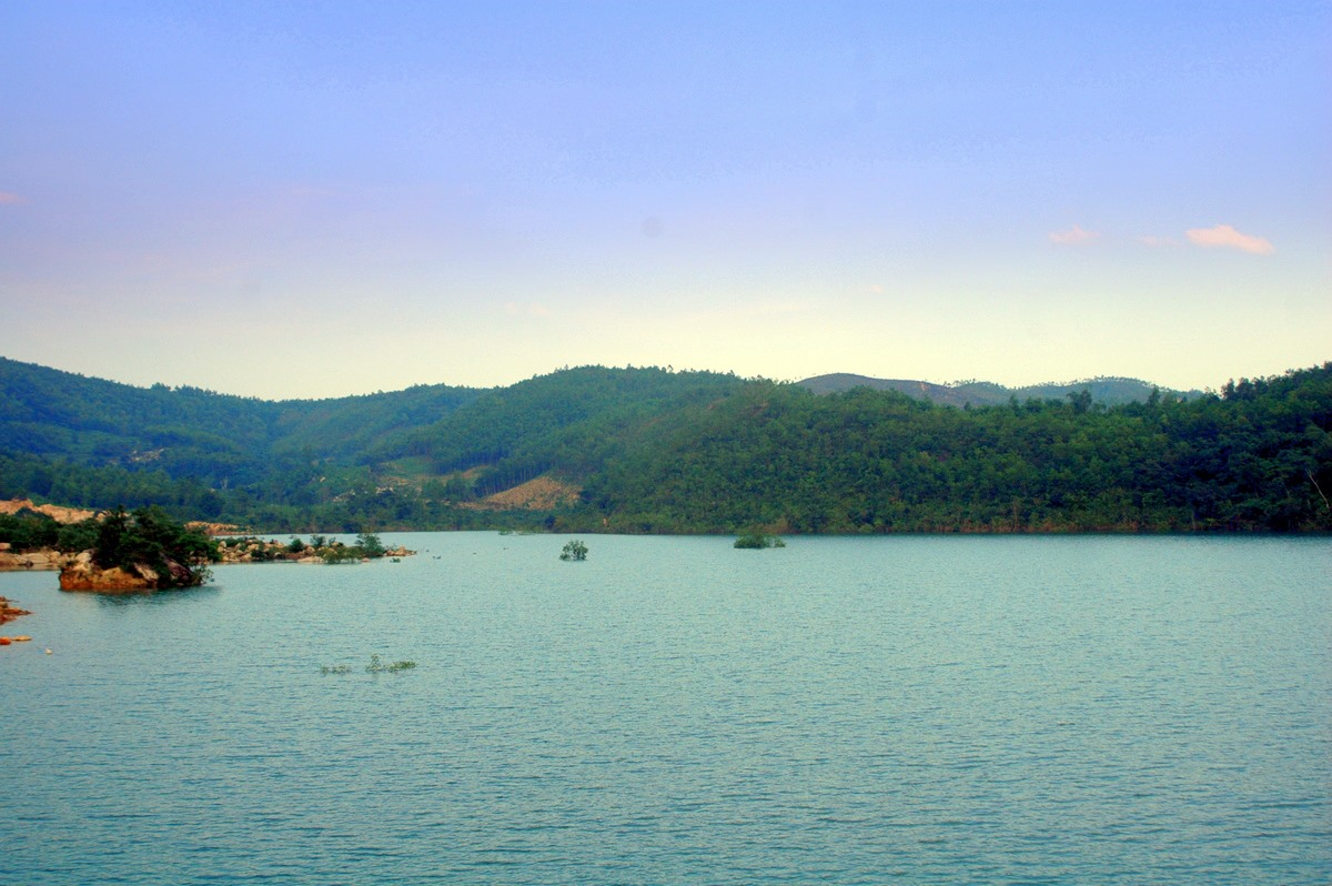 Điểm du lịch Suối Tiên được nhiều du khách lựa chọn, khám phá.