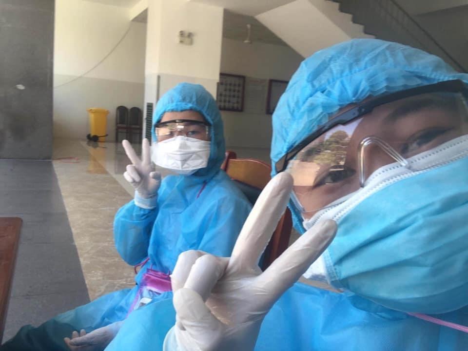 Những ánh mắt lạc quan của bác sĩ Bệnh viện Đà Nẵng.