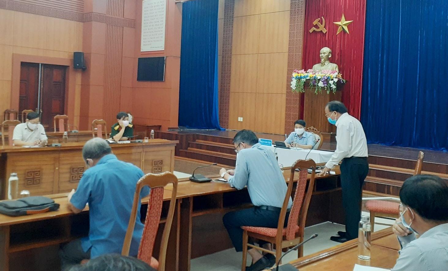Phó Chủ tịch UBND tỉnh Trần Văn Tân chủ trì buổi làm việc với Tiểu ban điều trị - Ban chỉ đạo phòng chống dịch Covid -19 tỉnh