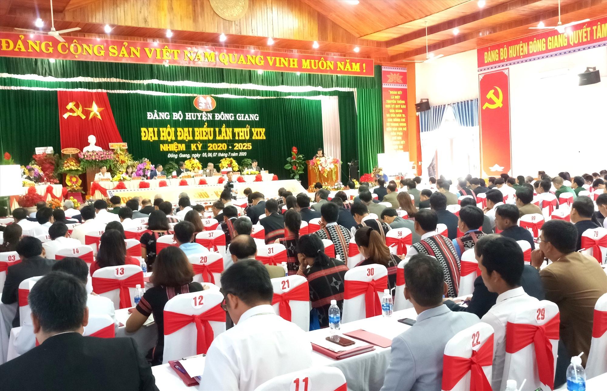 Đại hội đại biểu Đảng bộ huyện Đông Giang diễn ra vào sáng nay 6.7 với sự tham dự của 241 đảng viên đại diện cho hơn 2.000 đảng viên trong toàn Đảng bộ huyện. Ảnh: A.N
