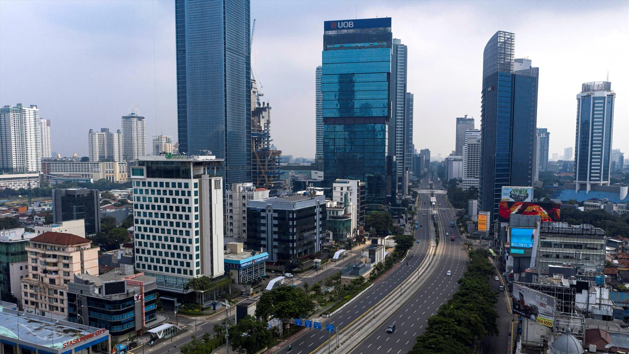 Trung Jakarta, Indonesia thu hút FDI với những ưu đãi về thuế và hợp đồng thuê đất sản xuất. Ảnh: Reuters