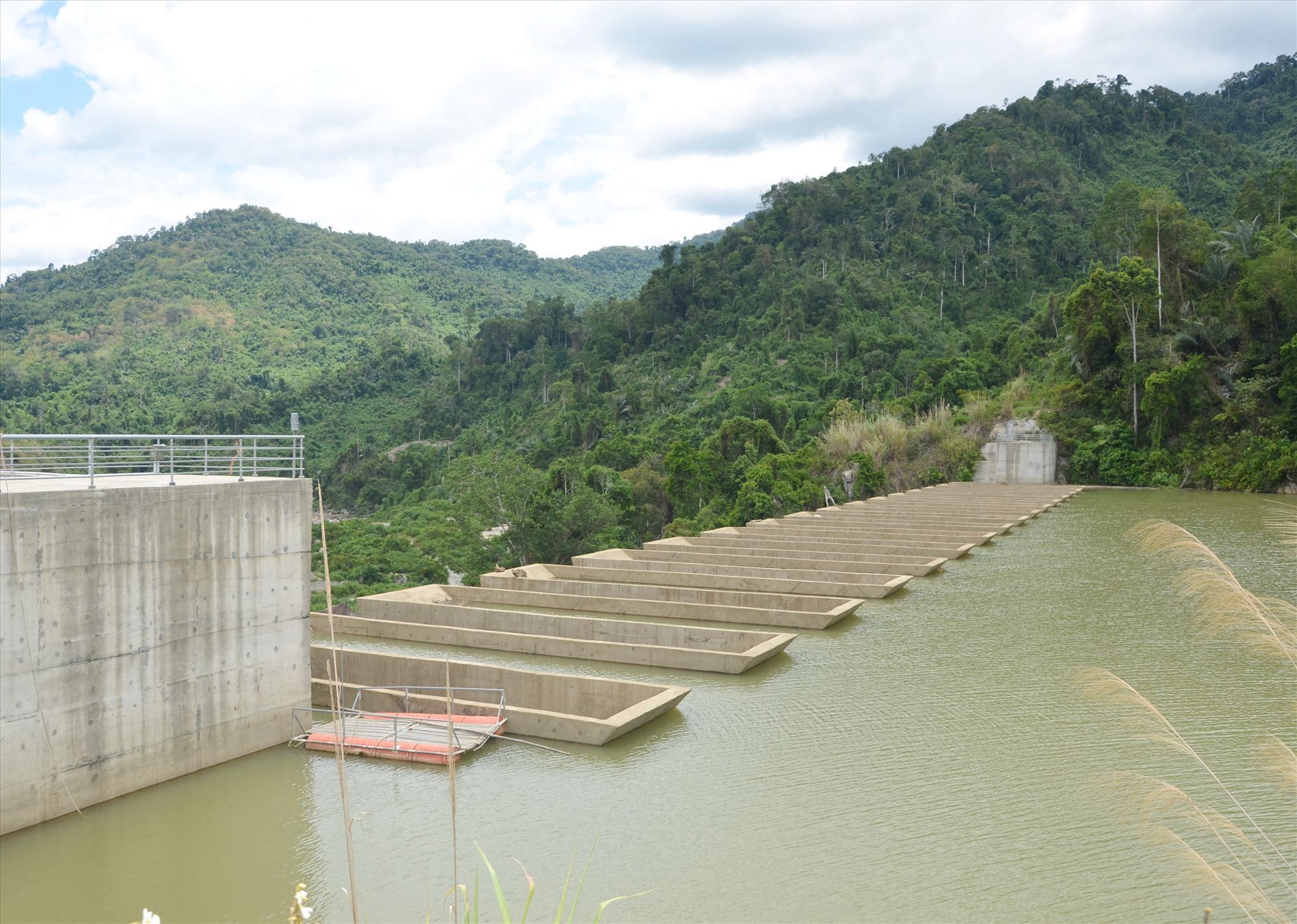 Hồ thủy điện ở miền núi tham gia điều tiết nước phục vụ sản xuất cho vùng hạ du. Ảnh:H.P