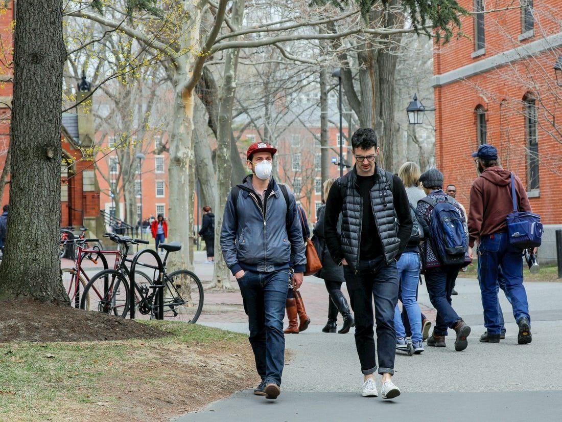 Các du học sinh có thể đối mặt với việc bị trục xuất nếu không tuân thủ luật. Ảnh: Reuters