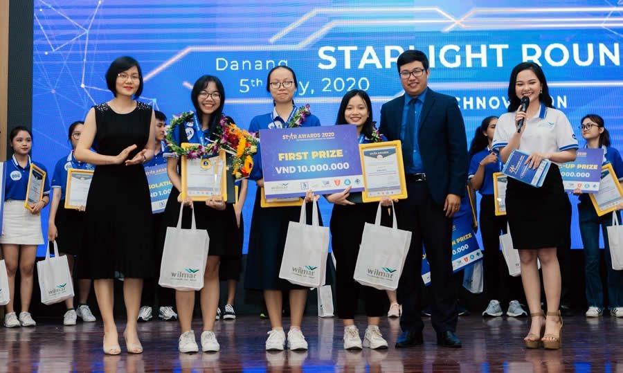 Đội Sinh viên ĐH Ngoại ngữ Đà Nẵng đại diện khu vực miền Trung Tây nguyên tham dự vòng chung kết cuộc thi Tiếng Anh Star Award tại Đại học Đà Nẵng vào tháng 8.2020
