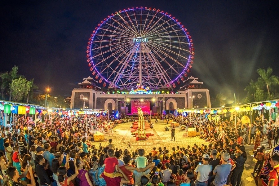 Công viên Châu Á được đầu tư nâng cấp trên 100 tỷ đồng trở thành điểm đến vui chơi giải trí hàng đêm hấp dẫn du khách trong nước sau dịch Covid-19. Ảnh NTB