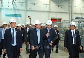 Lao Prime Minister Thongloun Sisoulith at Suntory PepsiCo Vietnam Beverage (Dien Nam – Dien Ngoc Industrial Park). Photo: TTXVN