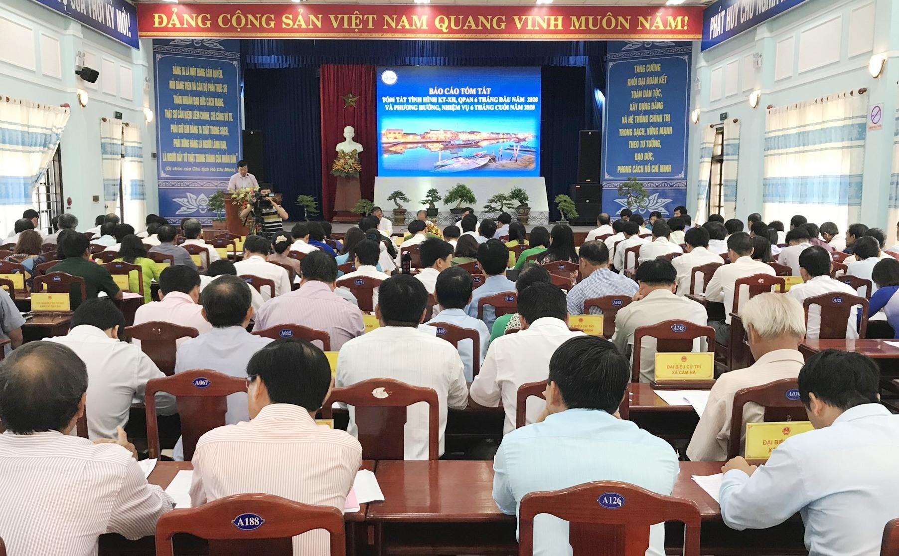 Quang cảnh kỳ họp thứ 11 - HĐND thành phố Hội An khóa XI. Ảnh: Q.T