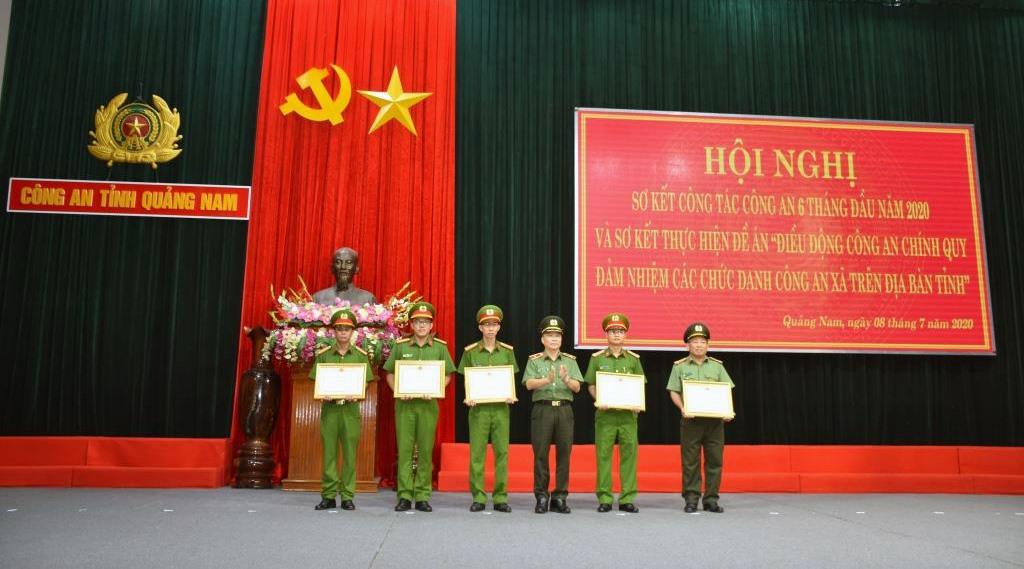 Nhiều cá nhân thuộc Công an tỉnh đã nhận Bằng khen của Bộ trưởng Bộ Công an về thành tích xuất sắc trong công tác.