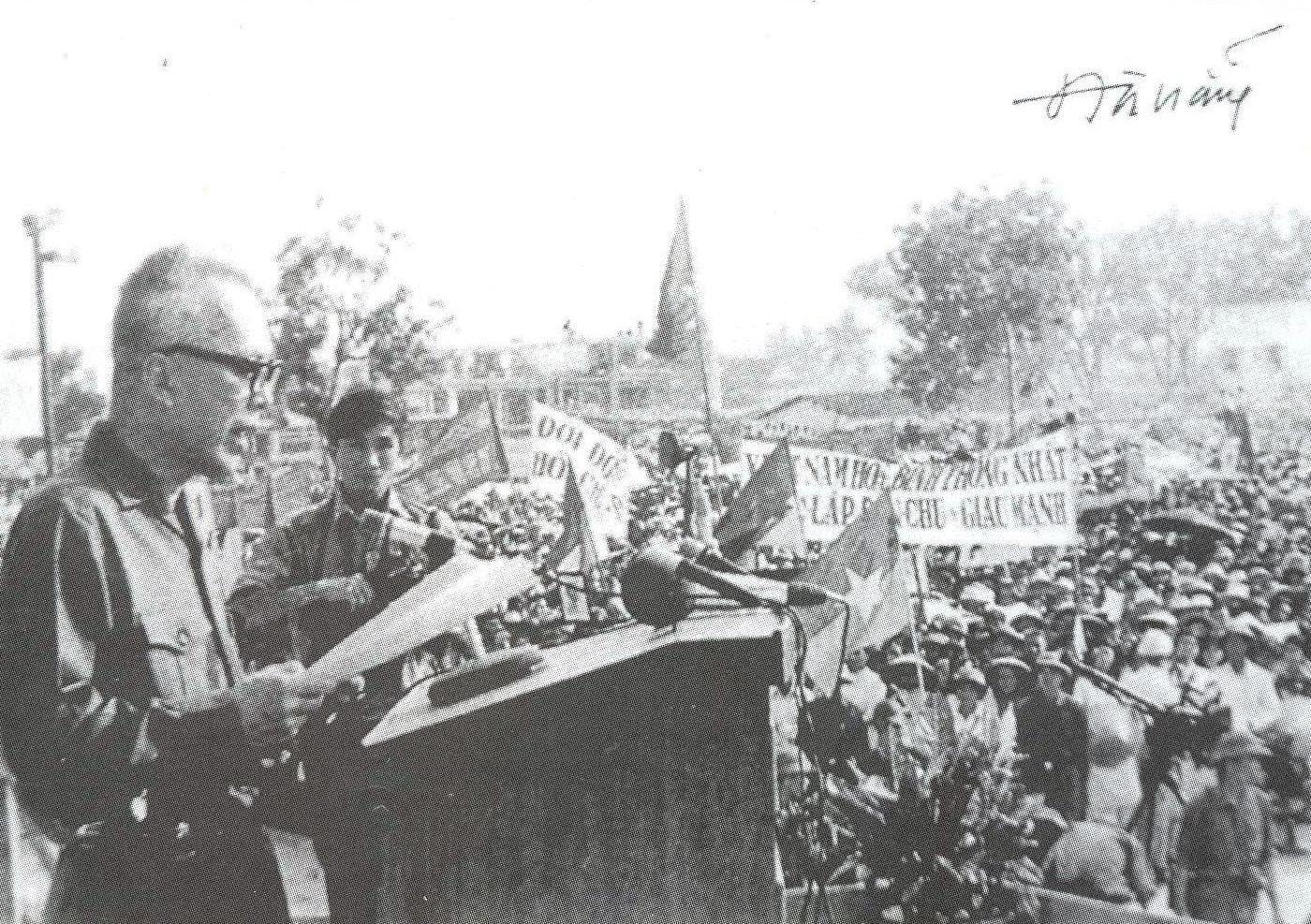 Chủ tịch Ủy ban Mặt trận Dân tộc giải phóng miền Nam Việt Nam Nguyễn Hữu Thọ phát biểu tại lễ mít tinh giải phóng Quảng Nam - Đà Nẵng ngày 7.4.1975. Ảnh Tư liệu