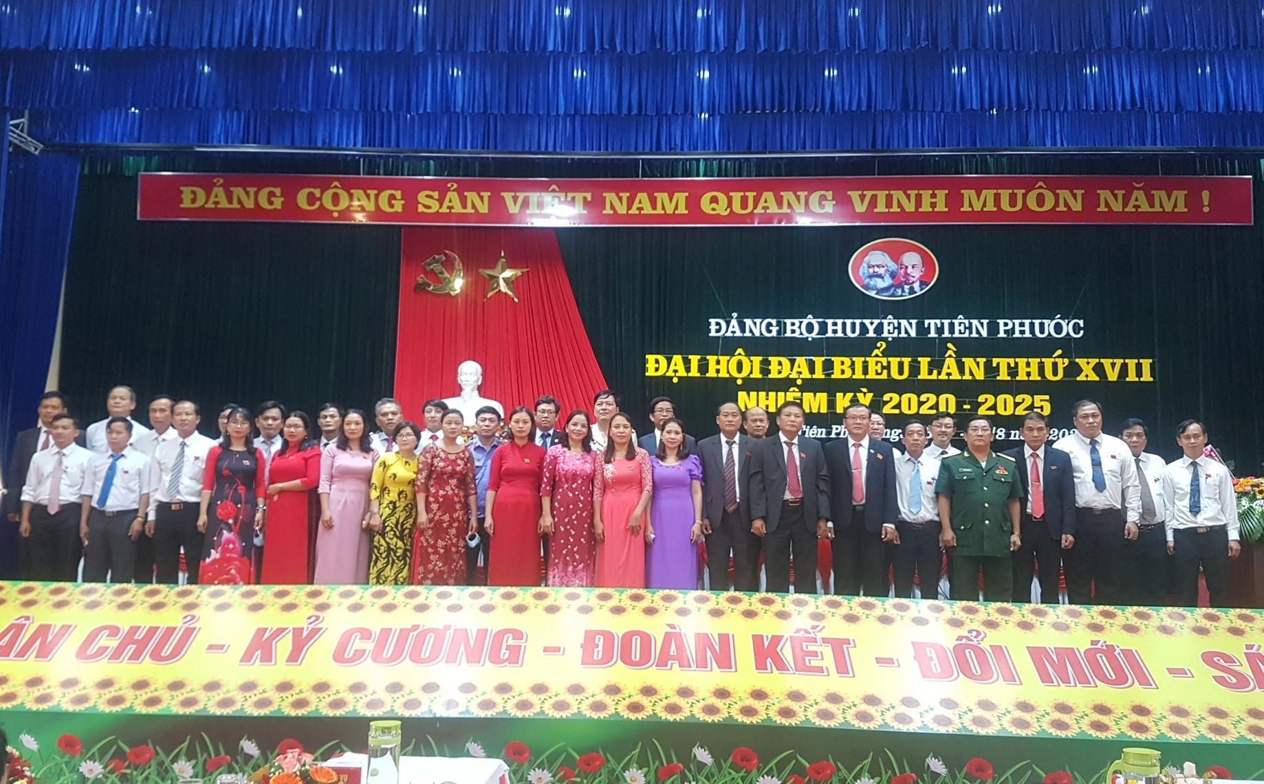 Ban chấp hành Đảng bộ huyện Tiên Phước khóa XVII ra mắt tại Đại hội. Ảnh: D.L