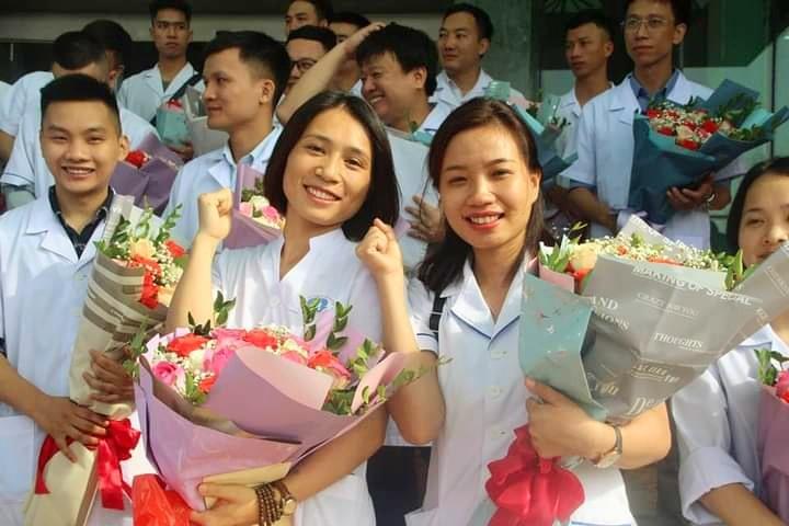 Y bác sĩ tình nguyện của Bệnh viện Đa khoa tỉnh Phú Thọ trong buổi chia tay đơn vị để vào Quảng Nam. Ảnh: N.V.C.C